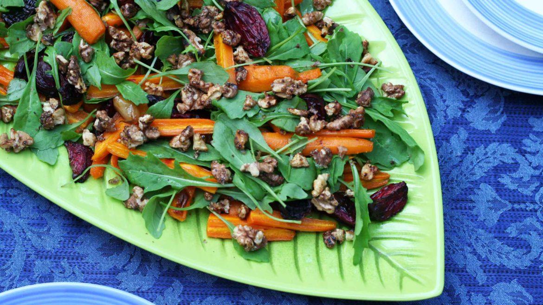 Sałatka z rukolą i pieczonymi warzywami