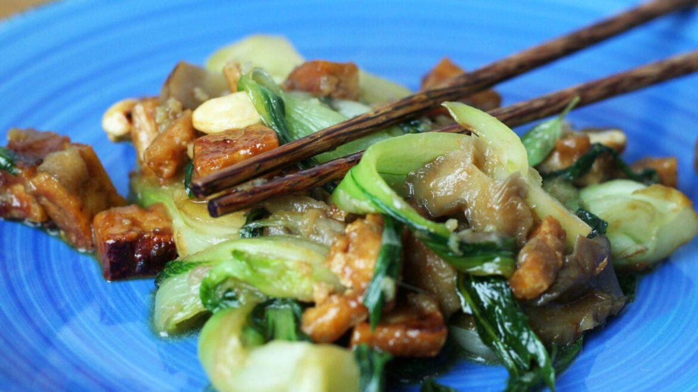 Pak choi z tofu i grzybami